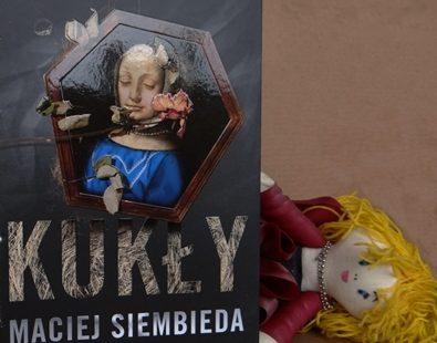 """Maciej Siembieda """"Kukły"""""""